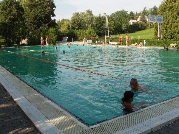 33x16m-es úszómedence 25C