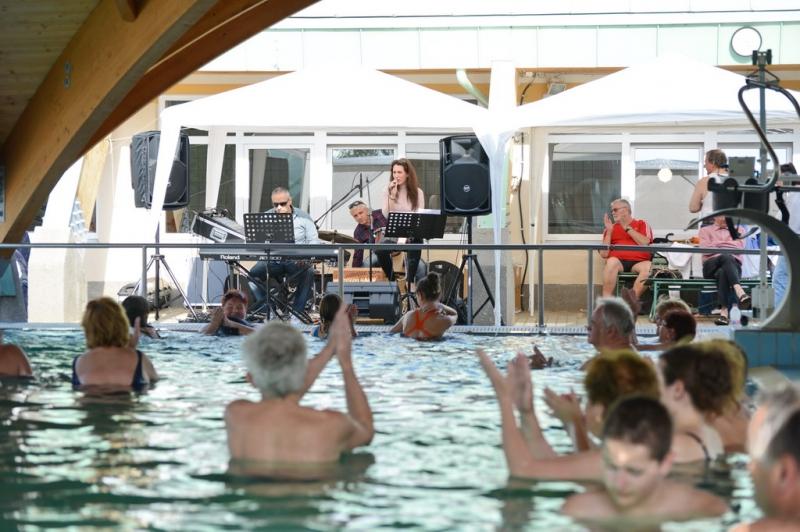 Zenés Fürdőzés augusztus 6-án