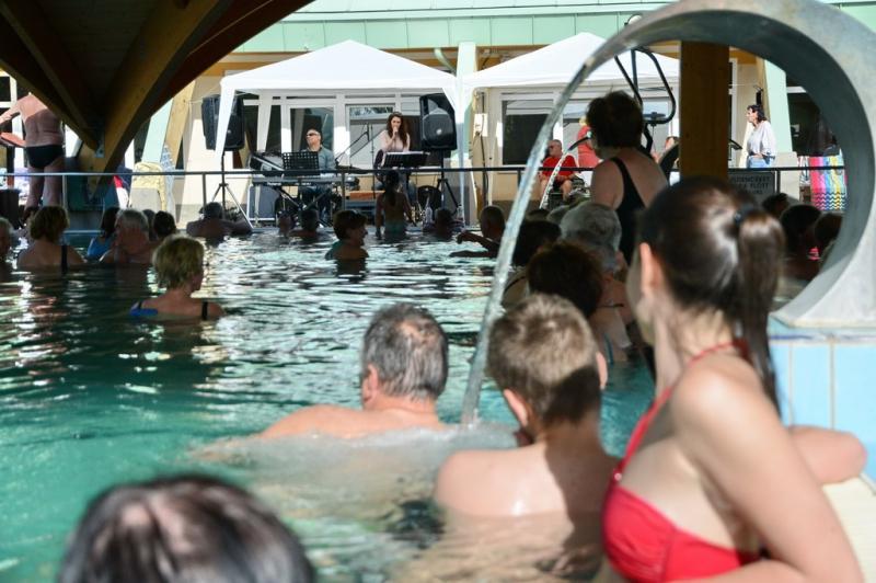 Zenés fürdőzés a Live Acoustic Trioval Időpont: 2018-08-05